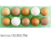 Купить «Несколько свежих яиц разного цвета в фабричной упаковке», фото № 33053756, снято 11 августа 2018 г. (c) Наталья Гармашева / Фотобанк Лори