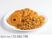 Indian Snack : Besan (Gram flour) Sev and chakli, chakali or Murukku. Стоковое фото, фотограф Dipak Chhagan Shelare / easy Fotostock / Фотобанк Лори