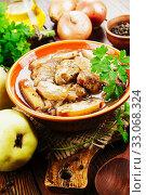 Купить «Stew meat with quince», фото № 33068324, снято 8 ноября 2019 г. (c) Надежда Мишкова / Фотобанк Лори