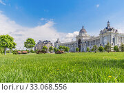 Купить «View of the Palace of Agriculture through a green lawn in Kazan», фото № 33068556, снято 23 мая 2019 г. (c) Дмитрий Тищенко / Фотобанк Лори