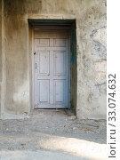 Купить «Entrance doors in the wall of the old house. Kerch, Crimea», фото № 33074632, снято 30 июня 2019 г. (c) Владимир Арсентьев / Фотобанк Лори
