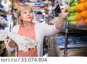 Купить «customer female choosing cotton tablecloths in the textile store», фото № 33074804, снято 29 ноября 2017 г. (c) Яков Филимонов / Фотобанк Лори