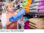 Купить «mature housewife consumer with bath towel», фото № 33074808, снято 29 ноября 2017 г. (c) Яков Филимонов / Фотобанк Лори