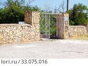 Купить «Tsar 's Kurgan Museum, entrance gate. Kerch, Crimea», фото № 33075016, снято 29 июня 2019 г. (c) Владимир Арсентьев / Фотобанк Лори