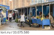 Купить «Рынок Сенной. Краснодар. Пожилые женщины продают цветы и всякую всячину», фото № 33075580, снято 13 февраля 2020 г. (c) Игорь Тарасов / Фотобанк Лори