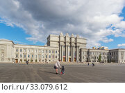 Купить «Walk on Kuibyshev Square in Samara, Russia», фото № 33079612, снято 21 мая 2019 г. (c) Дмитрий Тищенко / Фотобанк Лори