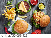 Купить «three Cheeseburgers with beef patties, flat lay», фото № 33098928, снято 20 сентября 2019 г. (c) Oksana Zh / Фотобанк Лори