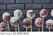 Купить «chocolate cake pops sprinkled with crushed candy», фото № 33099064, снято 9 октября 2019 г. (c) Oksana Zh / Фотобанк Лори