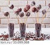 Купить «chocolate cake pops sprinkled with crushed candy», фото № 33099068, снято 9 октября 2019 г. (c) Oksana Zh / Фотобанк Лори
