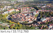 Купить «Picturesque aerial view of old buildings of Cesky Krumlov cityscape with Vltava river, Czech Republic», видеоролик № 33112760, снято 12 октября 2019 г. (c) Яков Филимонов / Фотобанк Лори