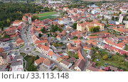 Aerial view of historical centre of Blatna in autumn day overlooking bell tower of gothic church of Assumption of Mary, Czech Republic (2019 год). Стоковое видео, видеограф Яков Филимонов / Фотобанк Лори
