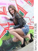 Купить «girl in front of grafitti», фото № 33114836, снято 17 февраля 2020 г. (c) PantherMedia / Фотобанк Лори
