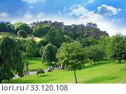 Princes Street Gardens and Edinburgh Castle, Scotland. Стоковое фото, фотограф Wieslawa Malgorzata Larys / PantherMedia / Фотобанк Лори