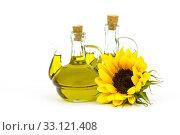 Купить «sunflower oil and sunflowers», фото № 33121408, снято 2 июня 2020 г. (c) PantherMedia / Фотобанк Лори