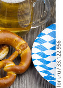 beer and pretzels on a wooden table. Стоковое фото, фотограф Thomas Klee / PantherMedia / Фотобанк Лори