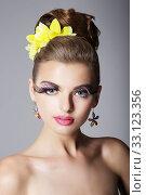 Eccentric Showy Woman with Vivid Colorful Makeup and False Long Eyelashes. Стоковое фото, фотограф Iryna Hramavataya / PantherMedia / Фотобанк Лори