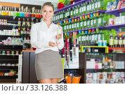 Купить «saleswoman offering new fragrance», фото № 33126388, снято 24 апреля 2018 г. (c) Яков Филимонов / Фотобанк Лори