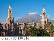 Купить «Volcano El Misti overlooks the city Arequipa in southern Peru», фото № 33130516, снято 8 апреля 2020 г. (c) PantherMedia / Фотобанк Лори