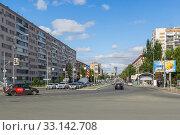 Купить «Novo-Sadovaya street in Samara in the summer», фото № 33142708, снято 21 мая 2019 г. (c) Дмитрий Тищенко / Фотобанк Лори