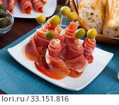 Купить «Rolled up dry-cured ham slices with olives», фото № 33151816, снято 30 марта 2020 г. (c) Яков Филимонов / Фотобанк Лори