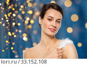 beautiful woman with feather touching her shoulder. Стоковое фото, фотограф Syda Productions / Фотобанк Лори