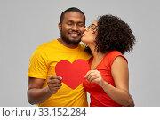 Купить «happy african american couple wit red heart kiss», фото № 33152284, снято 15 декабря 2019 г. (c) Syda Productions / Фотобанк Лори