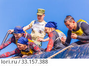 Купить «Russia, Samara, June 2019: a young sports man with the help of a rope overcomes the most difficult obstacles in the race of Everest heroes.», фото № 33157388, снято 8 июня 2019 г. (c) Акиньшин Владимир / Фотобанк Лори