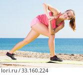 Купить «Female training at sea beach», фото № 33160224, снято 20 февраля 2020 г. (c) Яков Филимонов / Фотобанк Лори