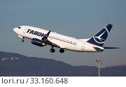 Купить «Tarom Airlines Boeing 737 taking off from Barcelona Airport», фото № 33160648, снято 2 февраля 2020 г. (c) Яков Филимонов / Фотобанк Лори