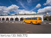 Central bus station in Zaraysk with intercity routes. Автовокзал в Зарайске, Московская область, Россия (2016 год). Редакционное фото, фотограф katalinks / Фотобанк Лори