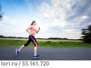 Купить «Young woman running outdoors on a lovely sunny winter/fall day (motion blurred image)», фото № 33161720, снято 20 февраля 2020 г. (c) PantherMedia / Фотобанк Лори
