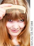 Купить «closeup of woman combing her fringe with comb», фото № 33167044, снято 28 февраля 2020 г. (c) PantherMedia / Фотобанк Лори