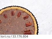 Купить «Pecan nuts decorating the top of an unbaked pecan pie», фото № 33176804, снято 5 июля 2020 г. (c) PantherMedia / Фотобанк Лори