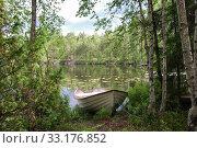 Купить «Tied up rowing boat», фото № 33176852, снято 10 июля 2020 г. (c) PantherMedia / Фотобанк Лори