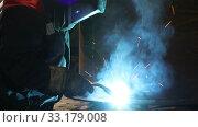 Купить «Welder works in a protective mask in shop at the factory. Industrial theme», видеоролик № 33179008, снято 19 февраля 2020 г. (c) Алексей Кузнецов / Фотобанк Лори