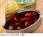 Купить «Marinated mussels in oil», фото № 33181140, снято 21 февраля 2020 г. (c) Яков Филимонов / Фотобанк Лори