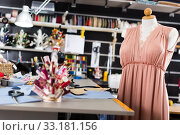 Купить «Workplace with mannequin with dress in sewing shop of clothes factory», фото № 33181156, снято 5 мая 2018 г. (c) Яков Филимонов / Фотобанк Лори