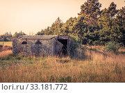 Купить «Small brick house on a field», фото № 33181772, снято 6 июля 2020 г. (c) PantherMedia / Фотобанк Лори