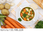 Купить «Vegetable soup vegetable soup in soup cup from above», фото № 33186224, снято 26 февраля 2020 г. (c) PantherMedia / Фотобанк Лори