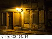 Купить «Historic half-timbered in Quedlinburg at night», фото № 33186416, снято 25 февраля 2020 г. (c) PantherMedia / Фотобанк Лори