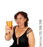 Купить «Pretty girl holding up glass of tee.», фото № 33188108, снято 11 июля 2020 г. (c) PantherMedia / Фотобанк Лори