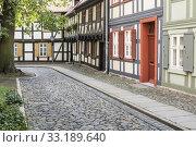 Купить «historic alley in wernigerode,harz», фото № 33189640, снято 25 февраля 2020 г. (c) PantherMedia / Фотобанк Лори