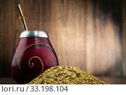 Купить «Composition with yerba mate cup and leaves», фото № 33198104, снято 21 февраля 2020 г. (c) PantherMedia / Фотобанк Лори