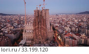 Купить «Basilica and Expiatory Church of the Holy Family by Gaudi at night from a drone. Sagrada Familia. Barcelona», видеоролик № 33199120, снято 12 июня 2019 г. (c) Яков Филимонов / Фотобанк Лори