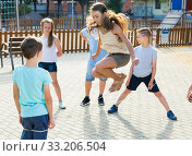 Happy children skipping on jumping elastic rope. Стоковое фото, фотограф Яков Филимонов / Фотобанк Лори