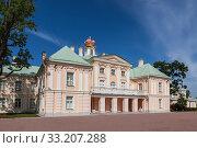 Купить «Oranienbaum, Great Menshikov Palace, view from the courtyard. Lomonosov, Leningrad region, Russia», фото № 33207288, снято 20 июня 2019 г. (c) Наталья Волкова / Фотобанк Лори