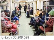 Купить «В вагоне Московского метро», фото № 33209028, снято 16 февраля 2020 г. (c) Victoria Demidova / Фотобанк Лори