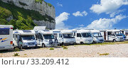 Motorhomes parked along the French coast at Saint-Valery-en-Caux in summer, Seine-Maritime, Normandy, France 2019. Стоковое фото, фотограф Philippe Clement / Nature Picture Library / Фотобанк Лори