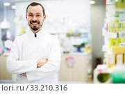 Male pharmacist displaying assortment of drugs. Стоковое фото, фотограф Яков Филимонов / Фотобанк Лори