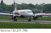 Купить «Fly Arystan Airbus 320 landing», видеоролик № 33211796, снято 4 мая 2019 г. (c) Игорь Жоров / Фотобанк Лори